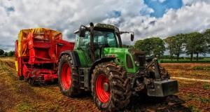 tractor-grain-mixer-rural-denmark-53622